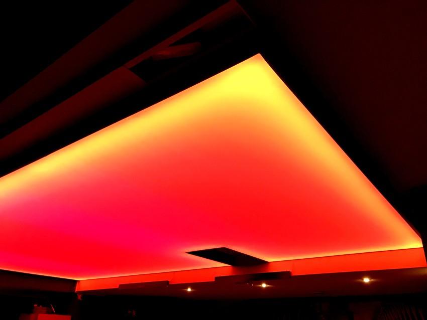 Světlo propustný napínaný strop. LED podsvícení