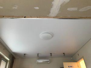 Matný napínaný strop