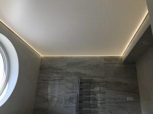 Napínaný strop v koupeně