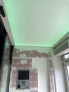 Světlo propustný napínaný strop