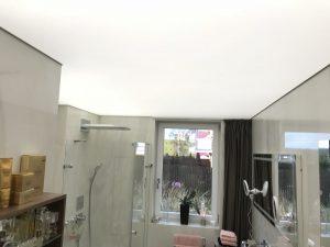 Napínaný podhled s celo plošná podsvícením pomocí LED